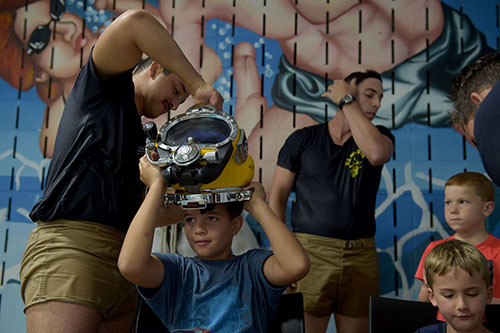 Austin Aquarium, Navy_Diving_Helmet